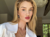 Mini-dress and the most fashionable shoes: the best outfit for a summer party by Rosie Huntington-Whiteley