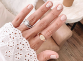 Manicure with sunflowers and daisies has become the main nail trend of the last month of summer